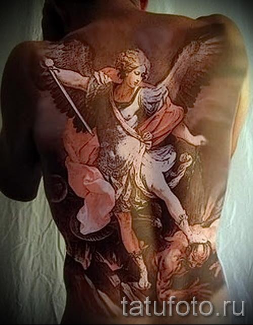 Фото тату архангел Михаил на всю спину для мужчины