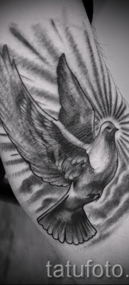 Фото тату голубь – вариант на руку для мужчины