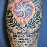 Фото тату коловрат и колоса с надписями - татуировка на ноге