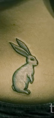 Фото тату кролик на пояснице – вызле попы на талии девушки