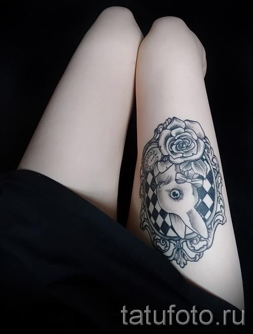 Фото тату кролик на стройных женских ножках