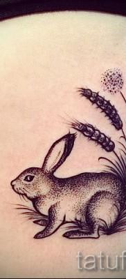 Фото тату кролик на теле девушки