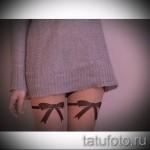 Фото тату подвязка с бантами на переднюю часть ноги