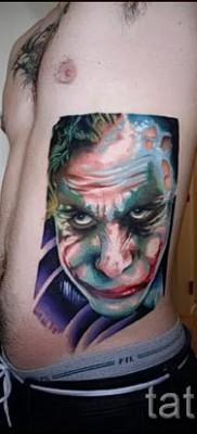 фото пример тату джокер – большая татуировка на боку у мужчины