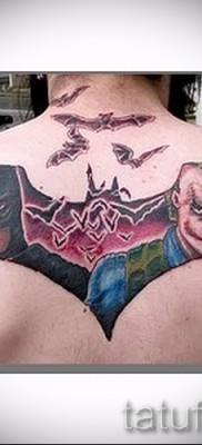 фото пример тату джокер на спине с бетменом
