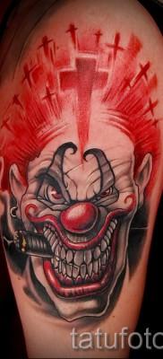 фото пример тату джокер с сигарой и крест – татуировка на плече