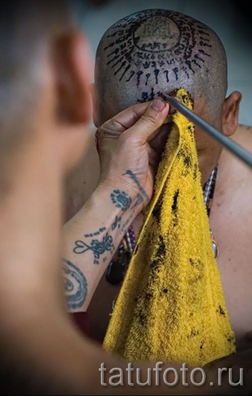 Древняя татуировка - нанесение на голову монаха