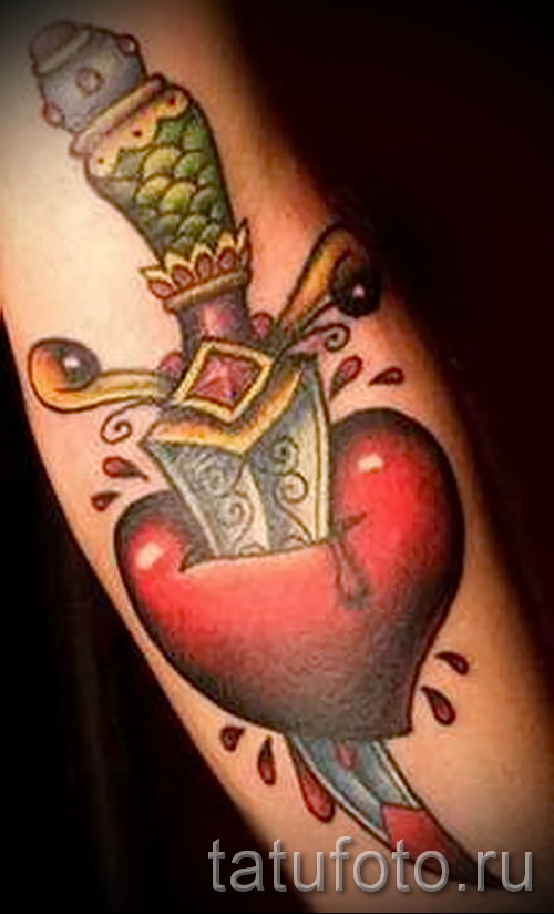 Тату нож в сердце и кровь