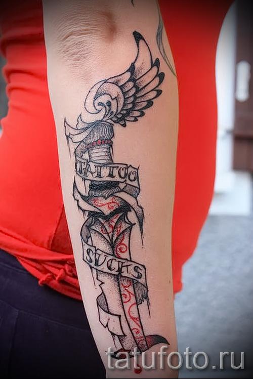 Тату нож и надписи - работа на руке