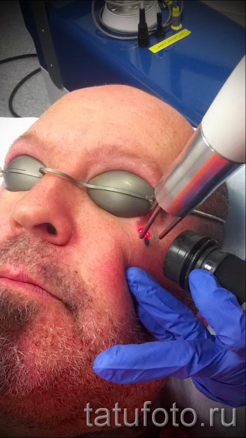 Тату слеза под глазом - пример на фото -  10