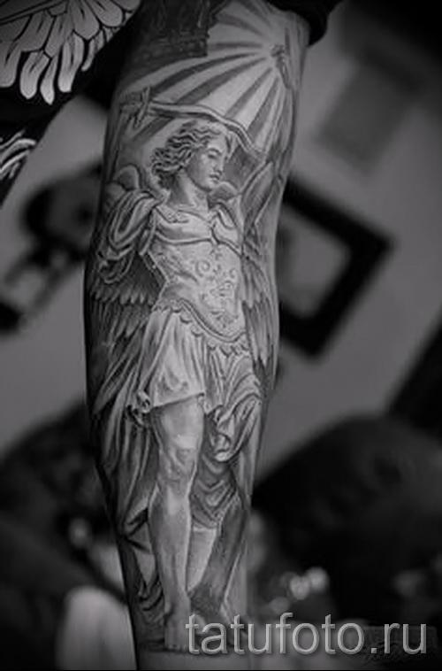 Фото тату архангел Михаил классный рукав на руку