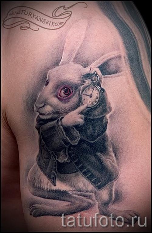 Фото тату кролик с часами