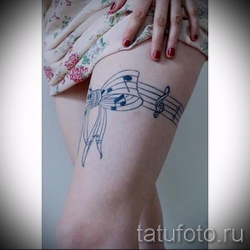 Фото тату подвязка с бантом и ноты - подвязка как нотная тетрадь