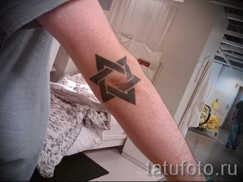пример татуировки со зведой давида на фото 9