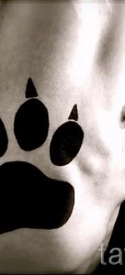 Тату лапа медведя пример на фото – большая черная татуировка на боку и ребрах для мужчины