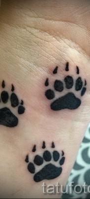 Тату лапа медведя пример на фото – несколько следов – татуировка на кисти руки или на запястье