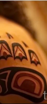 Тату лапа медведя пример на фото – цветная стильная татуировка на плечо