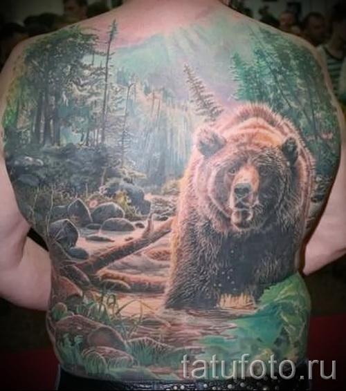 Тату лес и медведь на всю спину