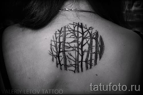 Тату лес на спине у девушки