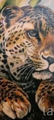 Фото тату барс – вариант с животным в листве