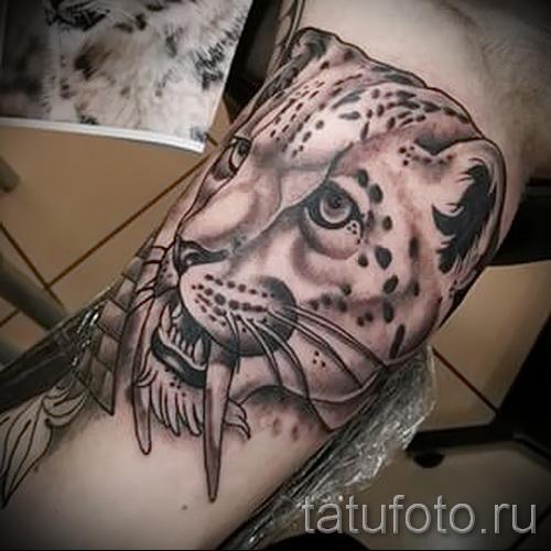 Фото тату барс - пример тату со зверем и большими клыками
