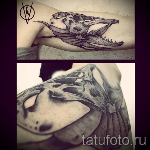 Фото тату щука - вариант с черепом рыбы на руку
