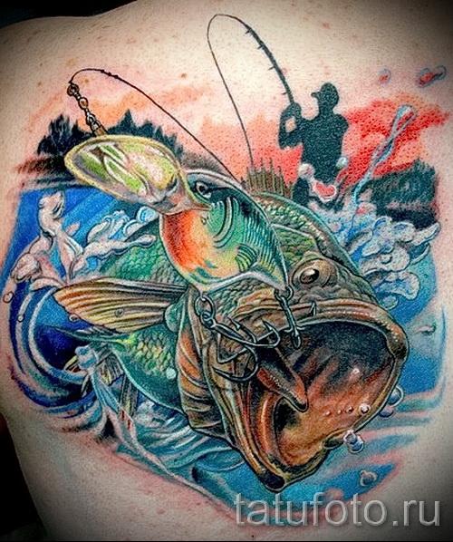 Фото тату щука - рыбацкая татуировка на спине и лопатке
