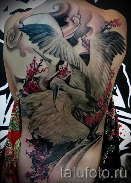 тату журавль фото пример - большая татуировка на спине