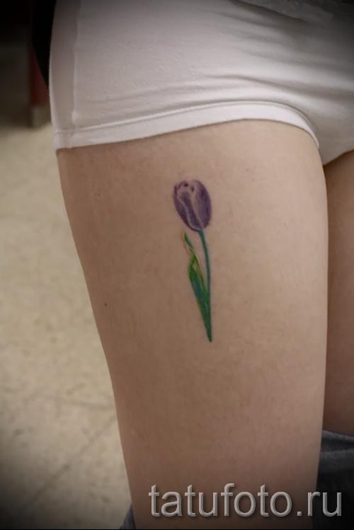 тату тюльпан фото - вариант на ногу для девушки