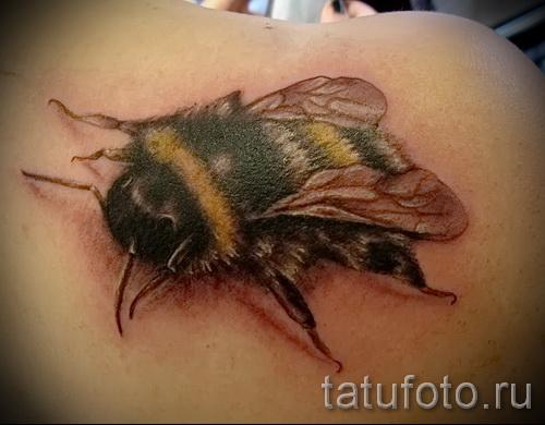 Пример тату пчелы на фото - реалестичная работа