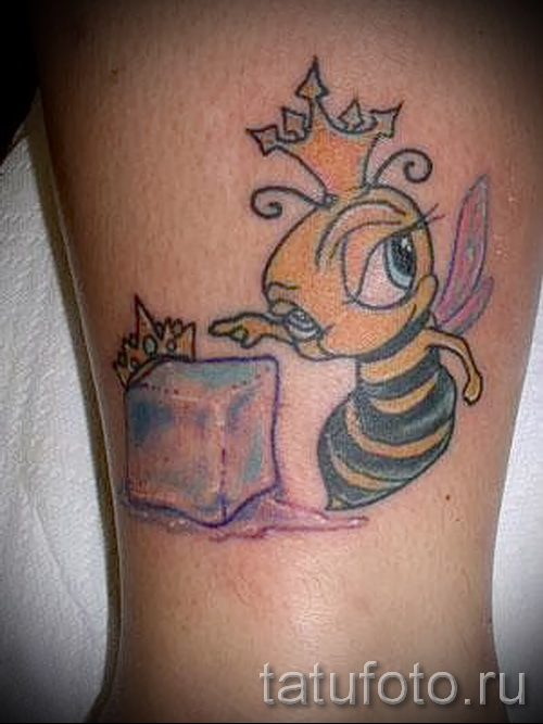 Пример тату пчелы на фото 1