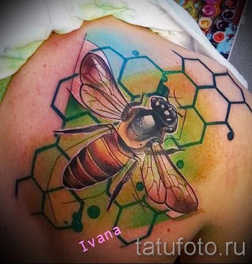 Пример тату пчелы на фото 12