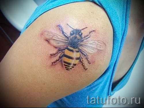 Пример тату пчелы на фото 13