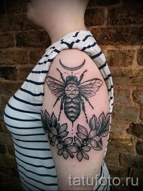 Пример тату пчелы на фото 16