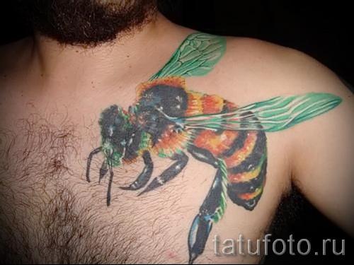 Пример тату пчелы на фото 21
