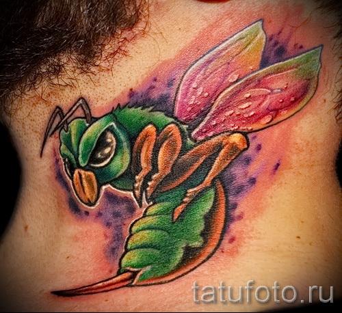 Пример тату пчелы на фото 28
