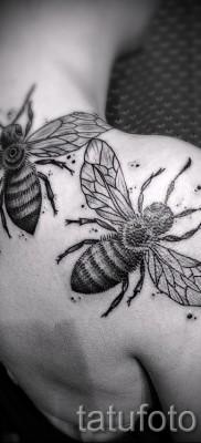 Пример тату пчелы на фото 29
