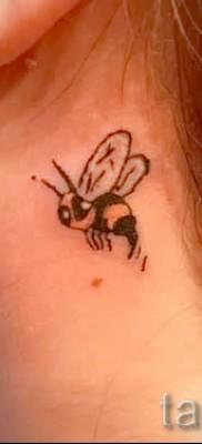 Пример тату пчелы на фото 40