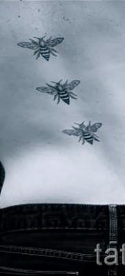 Пример тату пчелы на фото 52