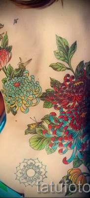 Пример тату хризантема на фото № 10
