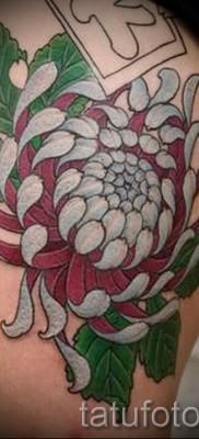 Пример тату хризантема на фото № 11