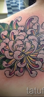 Пример тату хризантема на фото № 30