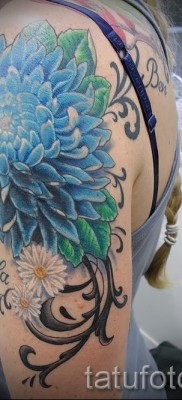 Пример тату хризантема на фото № 36