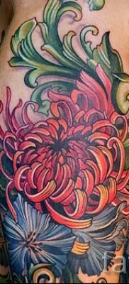 Пример тату хризантема на фото № 6