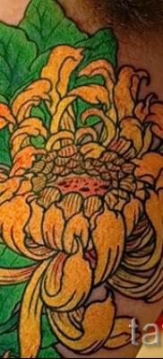 Пример тату хризантема на фото № 64