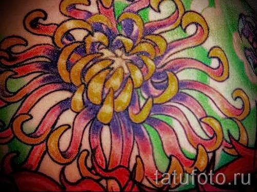 Пример тату хризантема на фото № 74