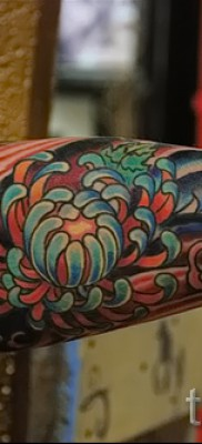 Пример тату хризантема на фото № 75