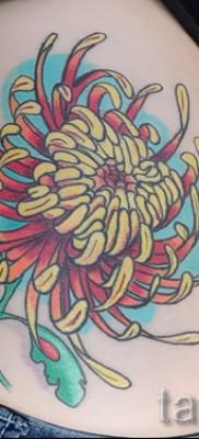 Пример тату хризантема на фото № 8