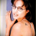 Тату Анджелины Джоли - пример на фото № 37