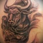 Фото готовой тату знак зодиака телец - классический вариант со злым быком